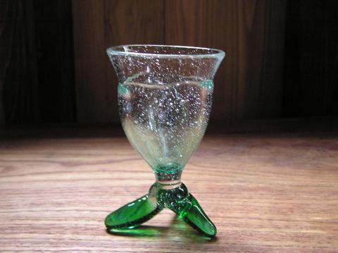 三本足の冷酒グラス